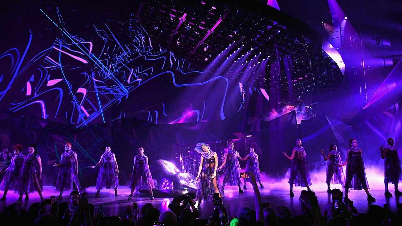 """LeRoy Bennett setzt für Lady Gagas """"Enigma"""" Show auf ELATION Dartz 360 (Fotos: © Kevin Mazur)"""