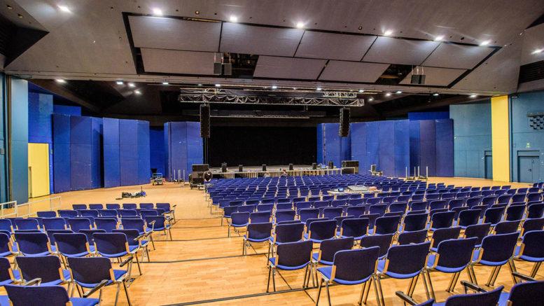 Stadthalle Wilhelmshaven setzt auf VIO L210 von dBTechnologies für flexiblen Bühneneinsatz