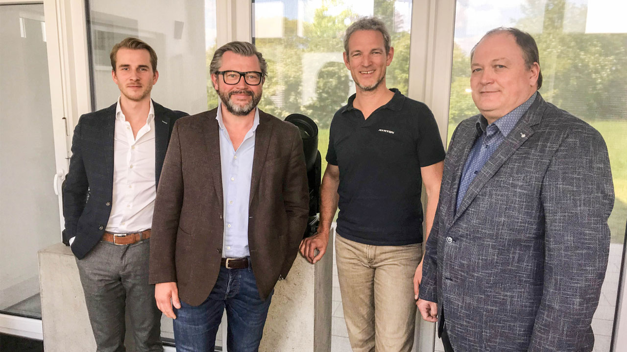 Foto (v.l.): Philipp Wezorke (Lightpower), Herbert Marx (Lightpower), Michael Althaus (Ayrton), Manfred Lütkemeyer (Lightpower)
