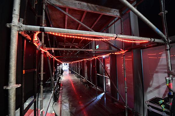 ©Ola Melzig Der Verbindungsgang zwischen stage left und stage right. ESC 2019